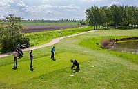 GOES - tee hole 14 met links het Zeeuwse land. Golfbaan De Goese Golf,   op Zuid-Beveland, COPYRIGHT  KOEN SUYK