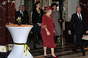 AMSTERDAM - Koningin Beatrix en prinses Maxima arriveren donderdag bij het Koninklijk Instituut voor de Tropen (KIT) in Amsterdam. Zij worden welkom geheten door personeel van het instituut (buiten beeld). Het KIT, voorheen bekend als het Tropeninstituut, bestaat dit jaar 100 jaar. Amsterdam Princess Maxima and Queen Beatrix attended the start of the 100 year jubilee of the Royal Tropical Institute ( KIT) in Amsterdam.?The KIT is a knowledge and expertise institute in international and intercultural cooperation.ANP ROYAL IMAGES COPYRIGHT HENDRIK JAN VAN BEEK