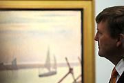 Koning Willem-Alexander bij de opening van de tentoonstelling 'Seurat. Meester van het pointillisme' in het Kroller-Muller Museum. <br /> <br /> King Willem-Alexander at the opening of the exhibition 'Seurat. Master of Pointillism 'in the Kröller-Müller Museum.<br /> <br /> Op de foto / On the photo:  Directeur van het Kroller-Muller Museum Lisette Pelsers geeft Koning Willem-Alexander een rondleiding<br /> <br /> Director of the Kröller-Müller Museum Lisette Pelsers gives King Willem-Alexander a tour