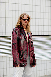 Street style, Hanne Gaby Odiele arriving at Acne Spring-Summer 2019 menswear show held at Bercy Popb, in Paris, France, on June 20th, 2018. Photo by Marie-Paola Bertrand-Hillion/ABACAPRESS.COM