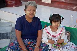 Visiting Shwedagon Pagoda