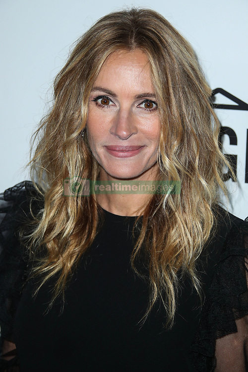 Julia Roberts arrives at the amfAR Inspiration Gala Los Angeles 2017 held at Ron Burkle's Green Acres Estate on October 13, 2017 in Beverly Hills, California. 13 Oct 2017 Pictured: Julia Roberts. Photo credit: IPA/MEGA TheMegaAgency.com +1 888 505 6342