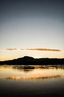 Amanhecer no Rio Uruguai, divisa entre Santa Catarina e Rio Grande do Sul. Mondaí, Santa Catarina, Brasil. / <br /> Uruguai River at sunrise, state border between Santa Catarina and Rio Grande do Sul. Mondaí, Santa Catarina, Brazil.