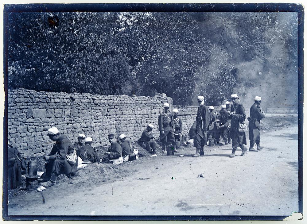 ww1 French army detachment having a lunch break France