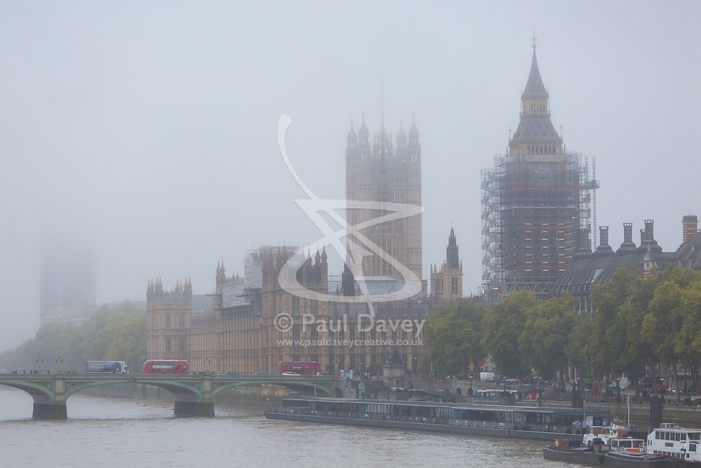 London, October 26 2017. The Houses of Parliament emerge from the fog as London wakes up to a cool, misty autumn morning. © Paul Davey