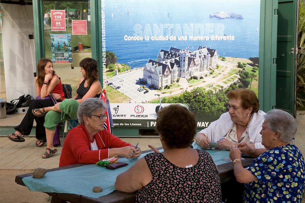 29 / JULIO / 2008  Santander<br /> Poker de Damas en La Magdalena<br /> <br /> © JOAN COSTA