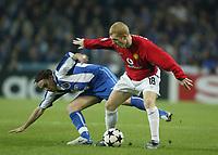 PORTO-25 FEVEREIRO:PAUL SHOLES #18 and MANICHE #18 noJogo F.C. Porto vs Manchester United F.C. primeira mao dos oitavos de final da Liga dos campeoes realizado no estadio do Dragao 25/02/2004.<br />(PHOTO BY:NUNO ALEGRIA/AFCD)