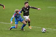 Fussball: 2. Bundesliga, FC St. Pauli - Holstein Kiel, Hamburg, 09.01.2021<br /> Finn Porath (Kiel) - Finn Ole Becker (Pauli)<br /> © Torsten Helmke