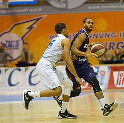 18.11.2015, Walfersamhalle, Kapfenberg, AUT, FIBA Europe Cup, ece Bulls Kapfenberg vs Le Havre, im Bild Michael Holton (Bulls Kapfenberg), Kevin Joss-Rauze (Le Havre) // during the FIBA Europe Cup, between ece Bulls Kapfenberg and Le Havre at the Sportscenter Walfersam, Kapfenberg, Austria on 2015/11/18, EXPA Pictures © 2015, PhotoCredit: EXPA/ Dominik Angerer