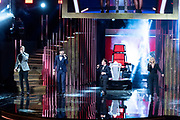 AMSTERDAM, 09-10-2020 , Theater Carre<br /> <br /> 55ste Gouden Televizier-Ring Gala in Theater Carre, Amsterdam.<br /> <br /> Op de foto:   Angela Groothuizen en Roel van Velzen met Nick & Simon