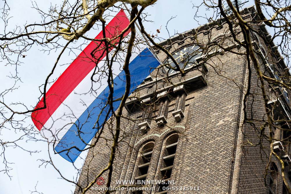 NLD/Rotterdam/20180220 - Herdenkingsdienst Ruud Lubbers, vlaggen halfstok