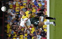 Fotball<br /> Foto: SBI/Digitalsport<br /> NORWAY ONLY<br /> <br /> Watford v Plymouth Argyle<br /> Coca-Cola Championship. 28/08/2004.<br /> <br /> Micky Evans is challenged by Sean Dyche for the ball.