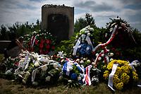 Jedwabne, woj podlaskie, 11.07.2021. Obchody 80. rocznicy mordu na Zydach w Jedwabnem. Ze wzgledu na przypadajacy w sobote (10.07) szabat (zabronione jest m.in podrozowanie w czasie szabatu), obchody zostaly przesuniete na niedziele (11.07). W tym roku, z powodu pandemii koronawirusa, nie bylo oficjalnej uroczystosci. Przedstawiciele Zarzadu Gminy Wyznaniowej Zydowskiej w Warszawie i Czlonkowie Gminy oraz Naczelny Rabin Polski modlili sie indywidualnie za ofiary zbrodni. 10 lipca 1941 roku z rak polskich sasiadow zginelo co najmniej 340 osob narodowosci zydowskiej , ktore zostaly zywcem spalone w stodole. W 2001 r zostal odsloniety pomnik, przy ktorym co roku odbywaja sie uroczystosci upamietniajace te zbrodnie. N/z pomnik ofiar zbrodni w Jedwabnem fot Michal Kosc / AGENCJA WSCHOD