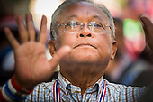 Suthep Marches Up Sukhumvit