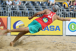 17-07-2014 NED: FIVB Grand Slam Beach Volleybal, Apeldoorn<br /> Poule fase groep A mannen - Sean Rosenthal (1) USA