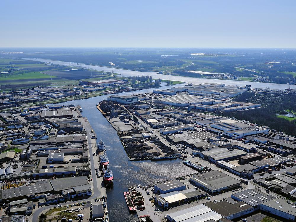 Nederland, Noord-Holland, Beverwijk;  03-23-2020; Wijkeroog, WIjkermeer, industrieterrein em bedrijventerrein. Zijkanaal A en Noordzeekanaal, in de voorgrond De Pijp.<br /> Wijkeroog, WIjkermeer, industrial estate and business park. Zijkanaal A and Noordzeekanaal, De Pijp in the foreground.<br /> <br /> luchtfoto (toeslag op standard tarieven);<br /> aerial photo (additional fee required)<br /> copyright © 2020 foto/photo Siebe Swart