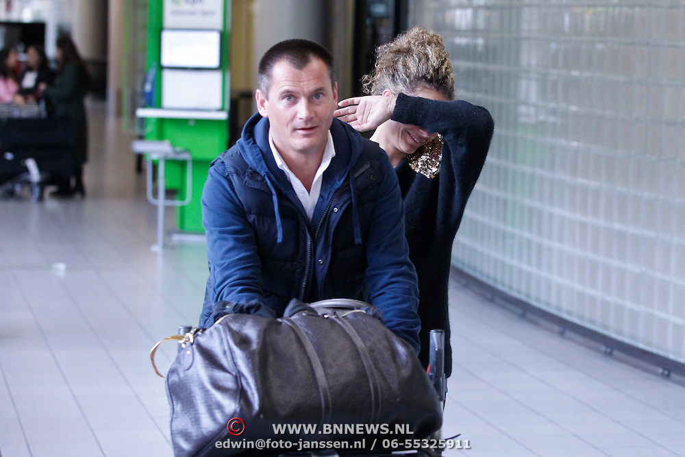 NLD/Schiphol/20120123 - Fajah Lourens en partner eelko van Kooten op Schiphol