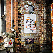 Graffito a Brick Lane strada della cultura underground di Londra, vicino alla City.<br /> <br /> Graffiti in Brick Lane, street of the underground culture close to The City.
