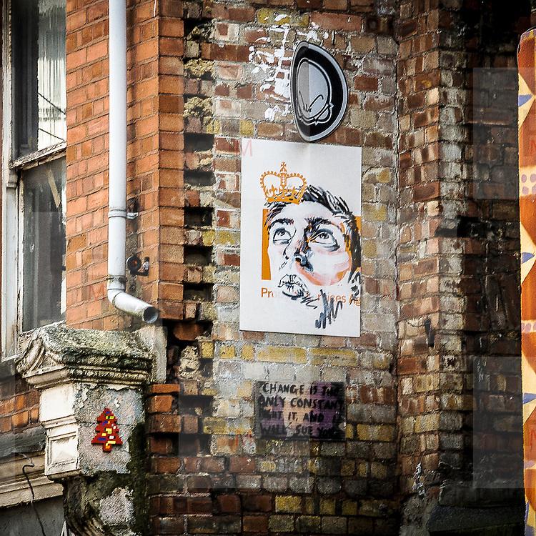Graffito a Brick Lane strada della cultura underground di Londra, vicino alla City.<br /> <br /> Graffiti in Brick Lane, street of the underground culture close to The City.