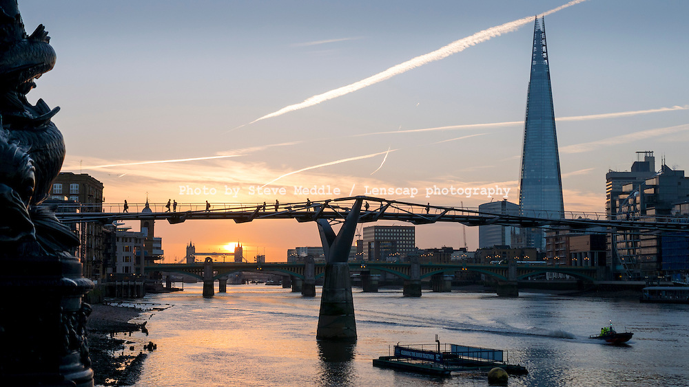 Sunrise over the River Thames this morning 22- Oct 2014.<br /> SME
