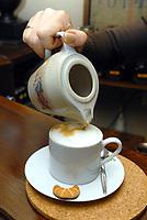 Zdjecie ilustracyjne N/z parzenie kawy w sklepie Pozegnanie z Afryka  fot Michal Kosc / AGENCJA WSCHOD