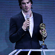 MON/Monte Carlo/20100512 - World Music Awards 2010, Ian Somerhalder reikt award presenter uit