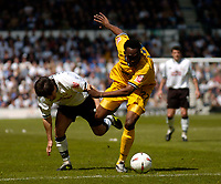 Fotball<br /> England 2004/2005<br /> Foto: SBI/Digitalsport<br /> NORWAY ONLY<br /> <br /> Derby County v Preston North End <br /> Coca Cola Championship. 08/05/2005<br /> <br /> Derby's Paul Peschisolido (L) battles for possession with Youl Mawene