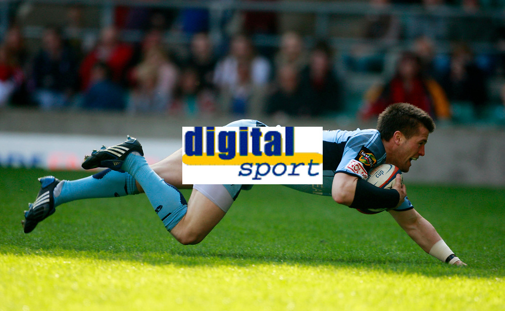 Photo: Richard Lane/Richard Lane Photography. Gloucester Rugby v Cardiff Blues. Anglo Welsh EDF Energy Cup Final. 18/04/2009. Blues' Ceri Sweeney dives in for a try.