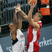 Efes Pilsen's Lawrence ROBERTS (L) during their Turkish Basketball league match Efes Pilsen between Tofas at the Sinan Erdem Arena in Istanbul Turkey on Sunday 27 February 2011. Photo by TURKPIX