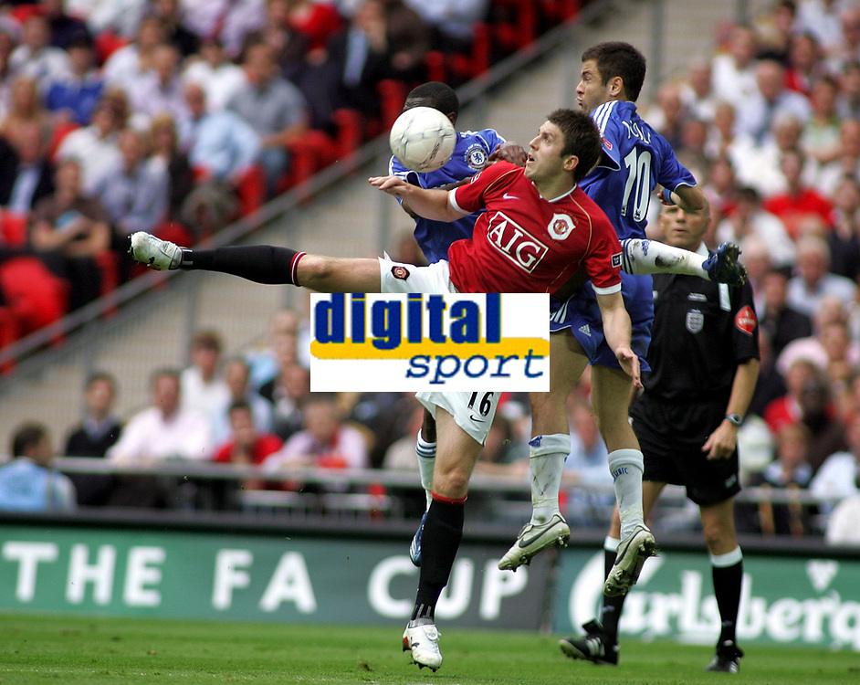 Photo: Paul Thomas.<br /> Chelsea v Manchester United. The FA Cup Final. 19/05/2007.<br /> <br /> Michael Carrick (Red) of Utd battles with Shaun Wright-Phillips (L) and Joe Cole (R).