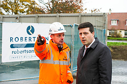 Pictured: Jamie Hepburn<br /> Minister for Employability and Training Jamie Hepburn  responded to the latest Labour market statistics when he visited Robertson Partnership Homes in Edinburgh today and met some of their construction workers<br /> <br /> <br /> Ger Harley | EEm 15 November 2017