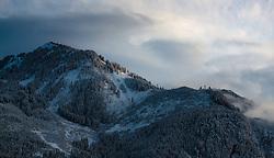 THEMENBILD - Blick auf tief verschneite Berge bei Sonnenuntergang, aufgenommen am 08. November 2016, Kaprun, Österreich // View of deep snowy mountains at sunset in Kaprun, Austria on 2016/11/08. EXPA Pictures © 2016, PhotoCredit: EXPA/ JFK