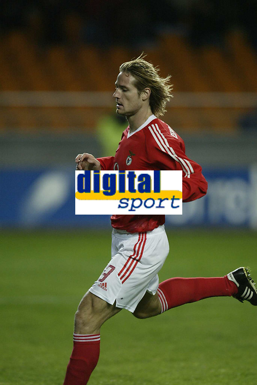 Fotball<br /> Benfica's Hungarian international striker Miklos Feher collapsed and died after suffering a heart attack during the Portuguese league game against Vitoria.<br /> (PHOTO: DIGITALSPORT/AFCD/CHAMACO)<br /> NORWAY ONLY