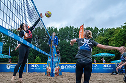 Madelein Meppelink in action. From July 1, competition in the Netherlands may be played again for the first time since the start of the corona pandemic. Nevobo and Sportworx, the organizer of the DELA Eredivisie Beach volleyball, are taking this opportunity with both hands. At sunrise, Wednesday exactly at 5.24 a.m., the first whistle will sound for the DELA Eredivisie opening tournament in Zaandam on 1 July 2020 in Zaandam.