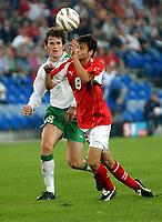 Irlands Kevin Kilbane gegen den Schweizer Tranquillo Barnetta. © Alexander Wagner/EQ Images<br /> <br /> NORWAY ONLY