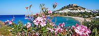 Grece, Dodecanese, Rhodes, Lindos, la plage et l'acropole// Greece, Dodecanese archipelago, Rhodes island, Lindos beach and Acropolis