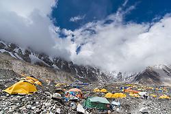 """THEMENBILD - Everest Base Camp (EBC) auf 5380m. Wanderung im Sagarmatha National Park in Nepal, in dem sich auch sein Namensgeber, der Mount Everest, befinden. In Nepali heißt der Everest Sagarmatha, was übersetzt """"Stirn des Himmels"""" bedeutet. Die Wanderung führte von Lukla über Namche Bazar und Gokyo bis ins Everest Base Camp und zum Gipfel des 6189m hohen Island Peak. Aufgenommen am 18.05.2018 in Nepal // Trekkingtour in the Sagarmatha National Park. Nepal on 2018/05/18. EXPA Pictures © 2018, PhotoCredit: EXPA/ Michael Gruber"""