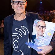 NLD/Amsterdam/20161120 - NPO Radio Ouvre Award 2016, Rob de Nijs met zijn Ouvre NPO Radio Award 2016