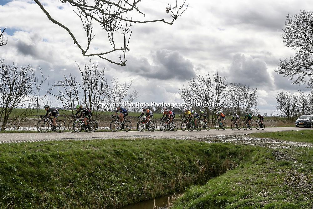 07-04-2016: Wielrennen: Energiewachttour vrouwen: Winsum<br />WINSUM (NED) wielrennen <br />De tweede etappe in de Energiewacht rond Winsum werd door de wind een zware etappe. Donkere wolken boven de kopgroep die de tweede etappe kleurde.