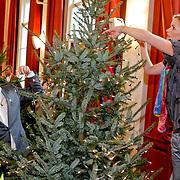 NLD/Amsterdam/20101208 - Skyradio Christmas Tree for Charity 2010, prijswinnaars Bastiaan Ragas en Tooske Breugem