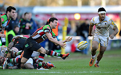 Karl Dickson (Harlequins) passes the ball - Photo mandatory by-line: Patrick Khachfe/JMP - Tel: Mobile: 07966 386802 01/03/2014 - SPORT - RUGBY UNION - The Twickenham Stoop, London - Harlequins v Worcester Warriors - Aviva Premiership.
