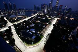 FORMEL 1: GP von Singapur, Singapur, 25.09.2009<br /> Rennstrecke bei Nacht, Illustration, Stadtansicht<br /> © pixathlon