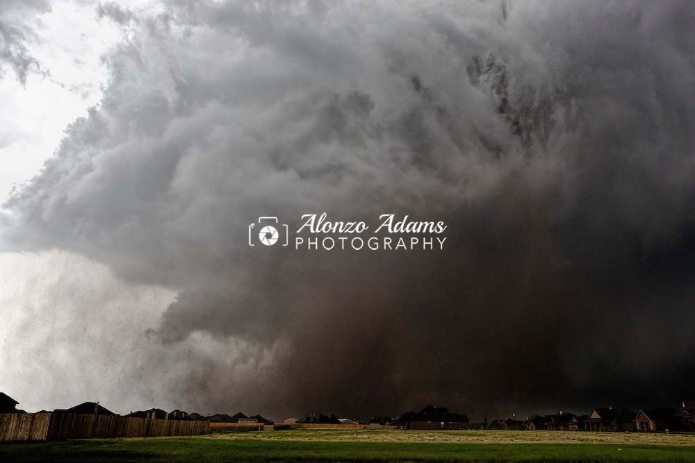 A tornado moves past homes near SE 149th Street and S. Sooner Road in Oklahoma City on Monday, May 20, 2013. (Photo copyright © 2013 Alonzo J. Adams)