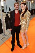 Premiere nieuwe cast Soldaat van Oranje<br /> Caption op het voormalige vliegveld Valkenburg in Katwijk. De musical blijft hier nog tot en met januari 2012 te zien in de TheaterHangaar. <br /> <br /> Op de foto:<br /> <br />  Tim Akkerman en partner Stephanie van den Eijnden