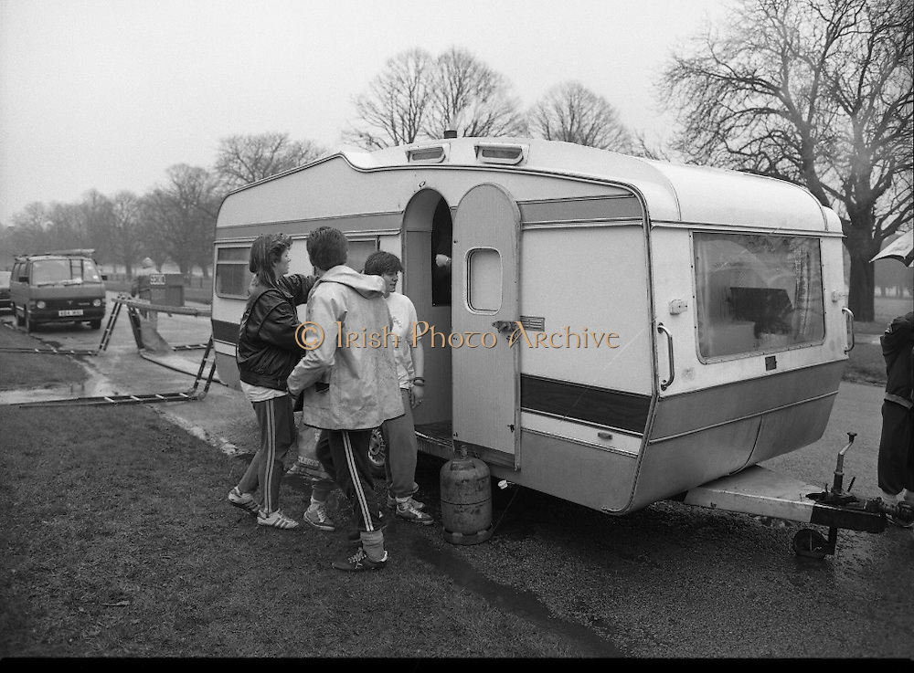 First All-Traveller Mini Marathon.    (R53)..1987..05.04.1987..04.05.1987..5th April 1987..Today saw the running of the first All-Traveller Mini Marathon in aid of Trocaire the World Aid Agency. The race was run over a 10k course in the Phoenix Park, Dublin. Bishop Eamon Casey a patron of the charity was on hand to lend support...Picture shows runners preparing for the race at the registration caravan.