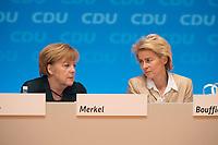 09 DEC 2014, KOELN/GERMANY:<br /> Angela merkel (L), CDU, Bundeskanzlerin, und Ursula von der Leyen (R), CDU, Bundesverteidigungsministerin, im Gespraech, CDU Bundesparteitag, Messe Koeln<br /> IMAGE: 20141209-01-122<br /> KEYWORDS: Party Congress, Gespräch