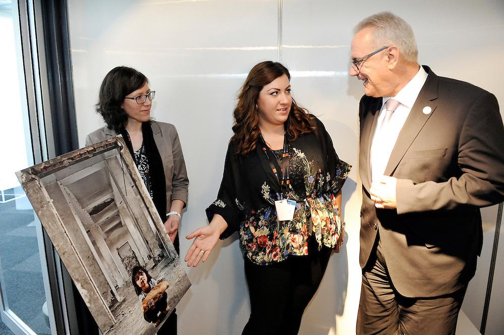 20150604- Brussels - Belgium - 04 June2015 - European Development Days - EDD  - winner of the photo contest and Neven Mimica Devco  © EU/UE
