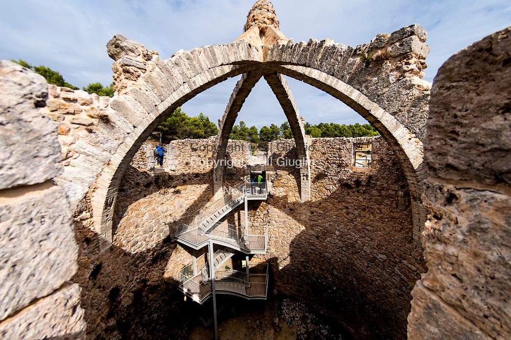 Spain, Province of Alicante; Natural park of Sierra Mariola, Cava Gran de Agres (water and snow tank) built in 15th century // Espagne , Province d'Alicante, Parc naturel de la Sierra Mariola (réservoir d'eau et de  neige), construit au 15e siècle
