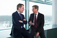 23 JAN 2013, BERLIN/GERMANY:<br /> Daniel Bahr (L), FDP, Bundesgesundheitsminister, und Guido Westerwelle (R), FDP, bundesaussenminister, im Gespraech, vor Beginn der Kabinettsitzung, Bundeskanzleramt<br /> IMAGE: 20130123-01-010<br /> KEYWORDS: Kabinett, Sitzung, Gespräch
