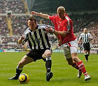 Fotball<br /> England 2004/2005<br /> Foto: SBI/Digitalsport<br /> NORWAY ONLY<br /> <br /> Newcastle United v Charlton Athletic, Barclays Premiership, 05/02/2005.<br /> <br /> Newcastle's Andy O'Brien (L) keeps Charlton's Paul Konchesky at bay.